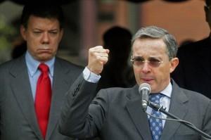 Colombian President Alvaro Uribe (R) del